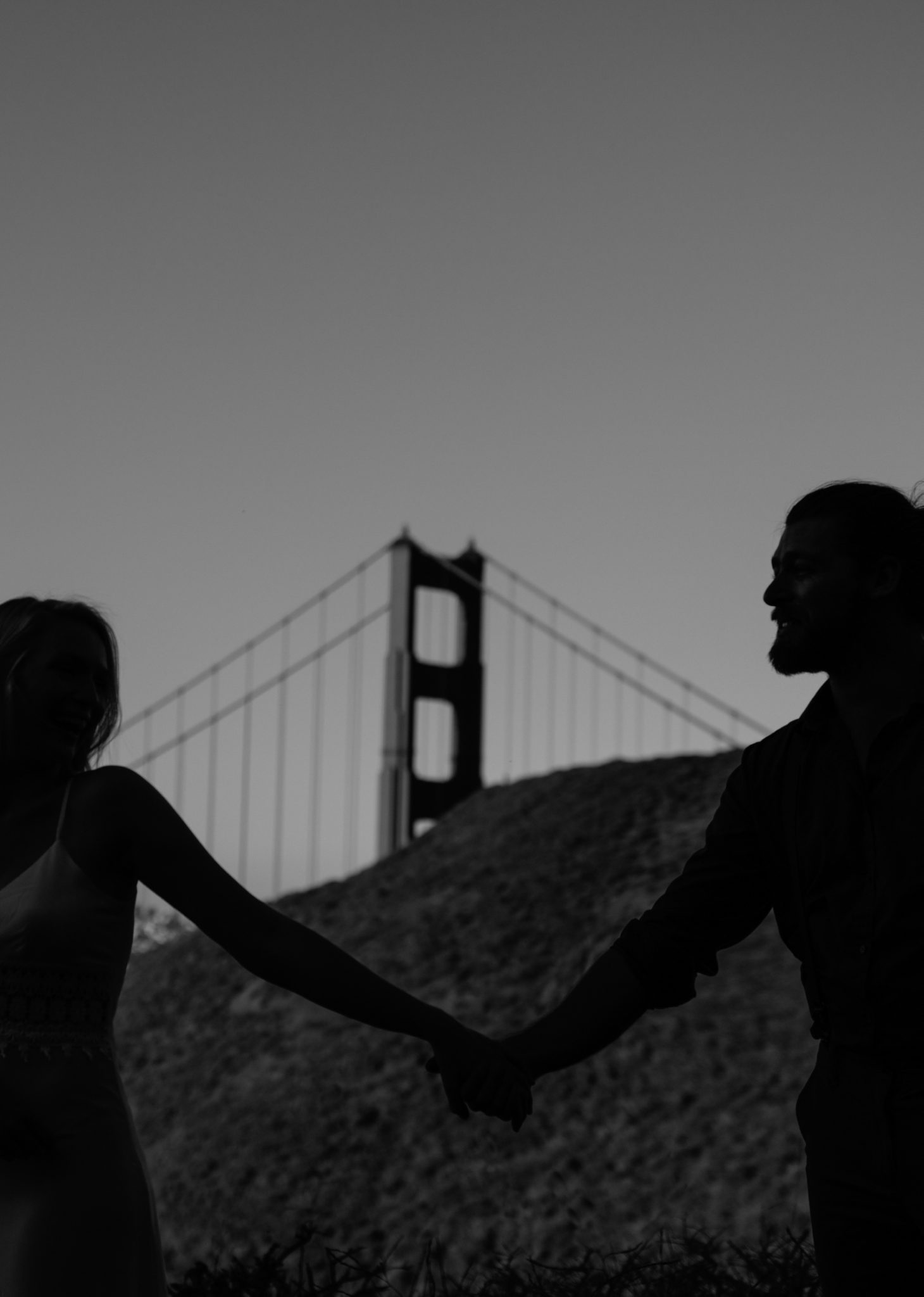 couple holding hands golden gate bridge