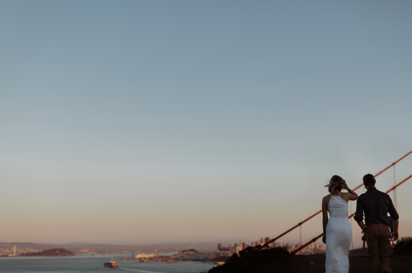 couple on golden gate sunset