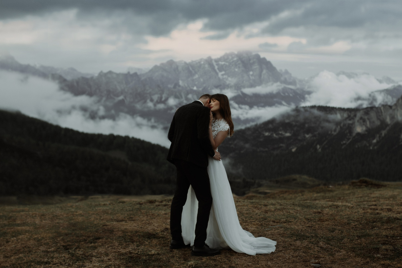 couple hug with mountains in the background