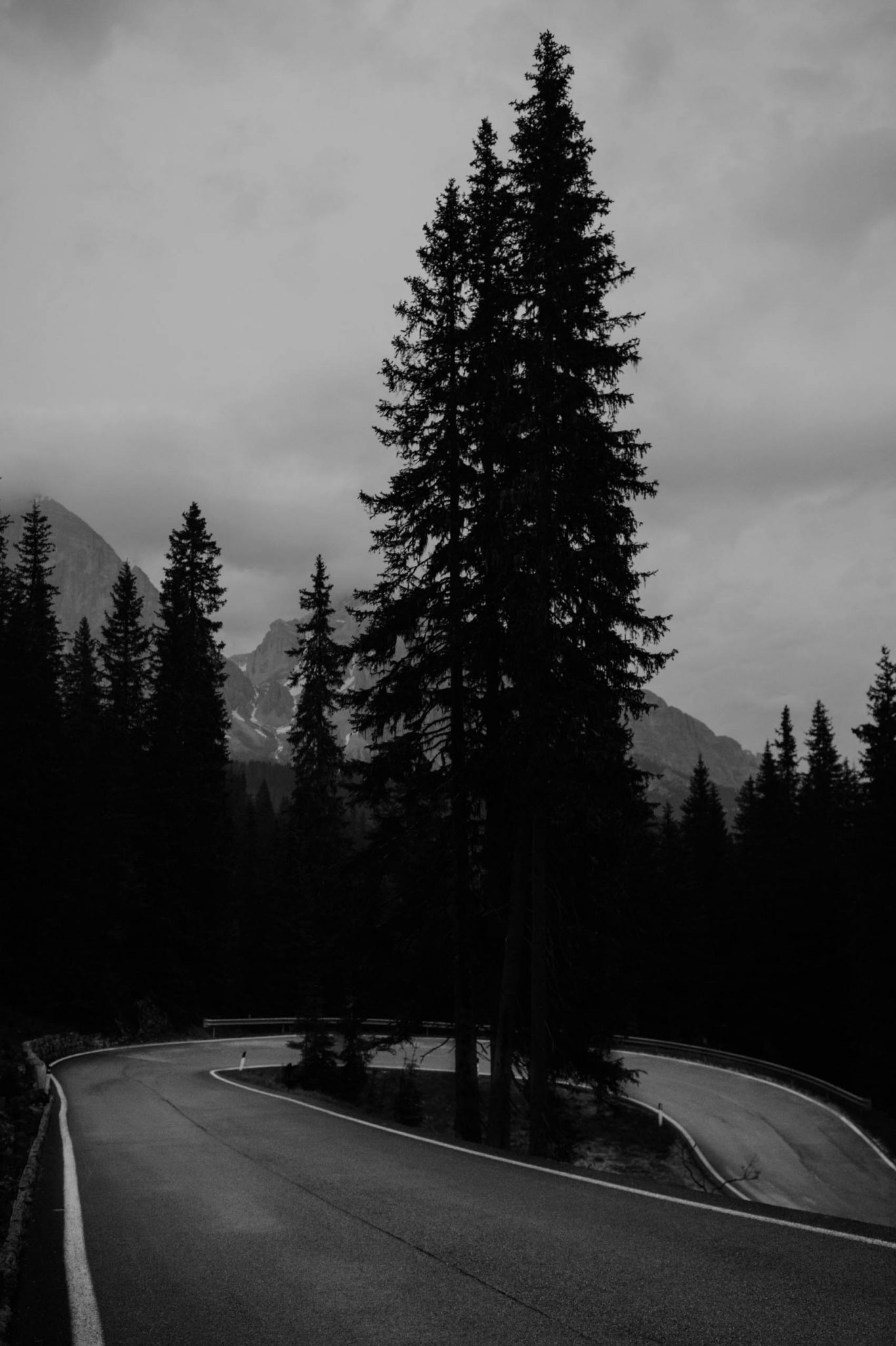 road curve black and white