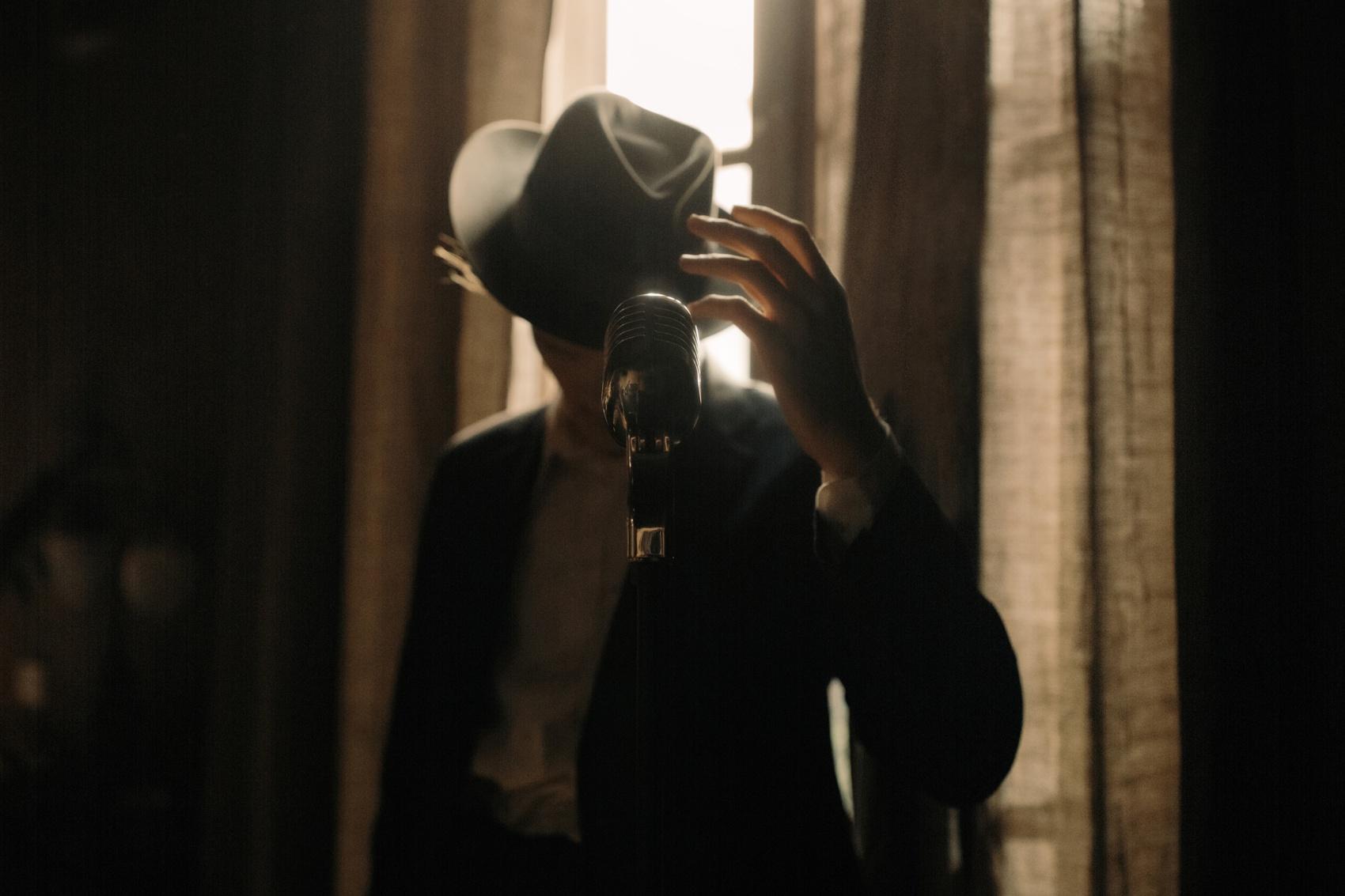 man hand hat